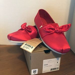 NWT Toms Lava Red w/Bow Slip on size 8